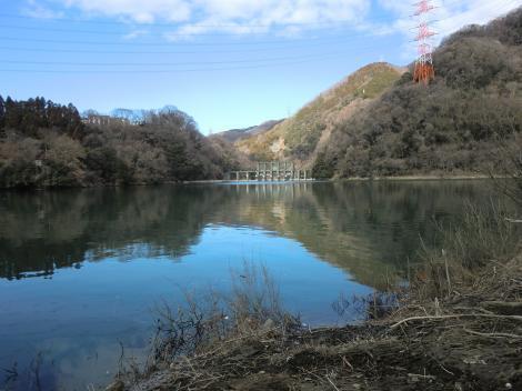 沼本ダムと津久井湖