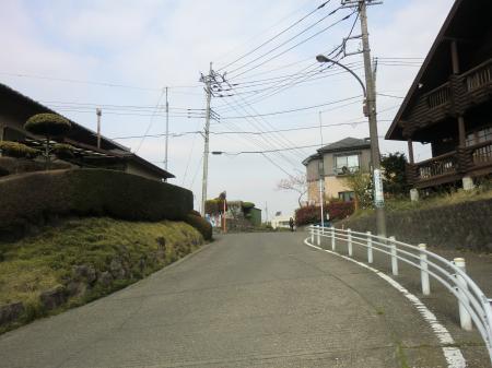 七曲りの坂・中央区陽光台