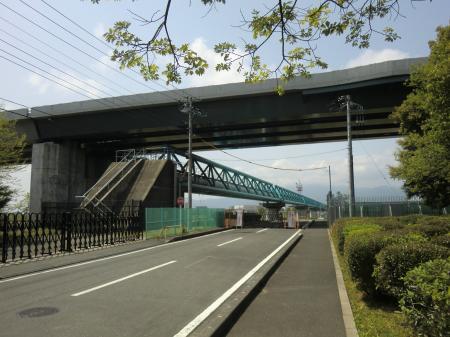 企業団前の横須賀水道みち