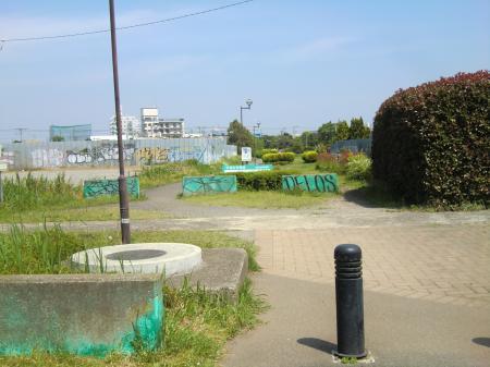 畑かん西幹線交差点より横浜水道下流方向を望む