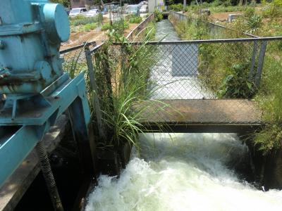 六倉隧道出口の水門