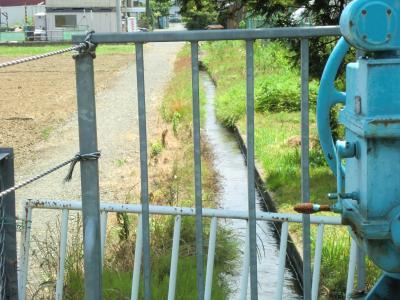 六倉隧道出口の水門と支線水路