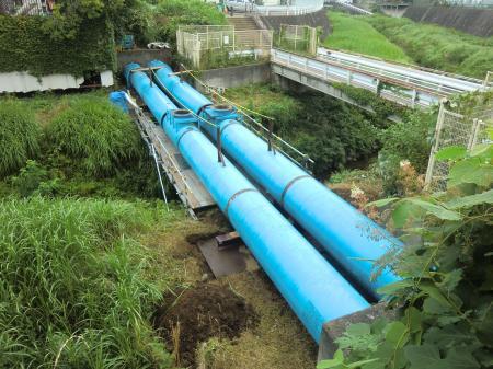 鳩川水管橋撤去工事