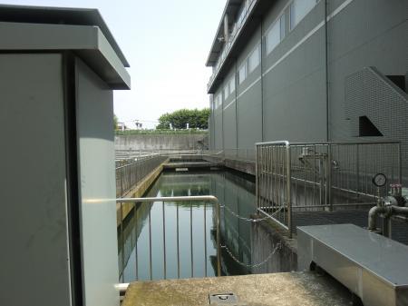 相模取水施設・吸水池とポンプ棟