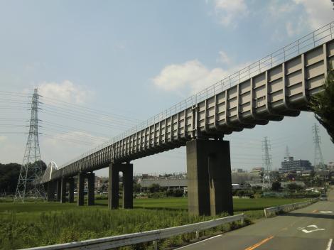 横浜水道引地川水路橋・石川下河内信号付近