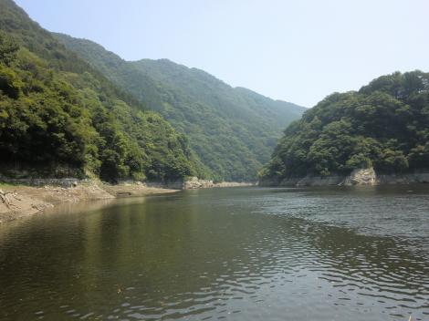 三井用水取入所より津久井湖城山ダム方向を望む