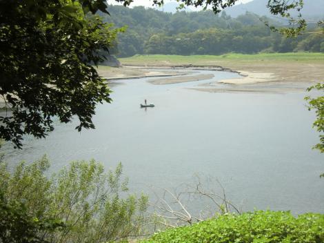 三井用水取入所沈澄池より道志川河口を望む