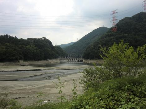 沼本ダム・相模川と道志川合流点