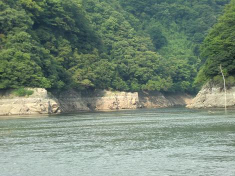 津久井湖城山ダム方向を望む