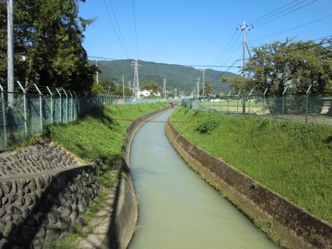 小松原橋より文命用水下流を望む