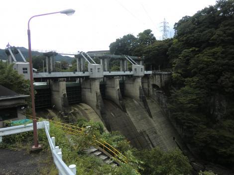 相模発電所より相模ダムを望む