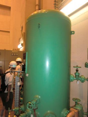 相模発電所・圧油タンク