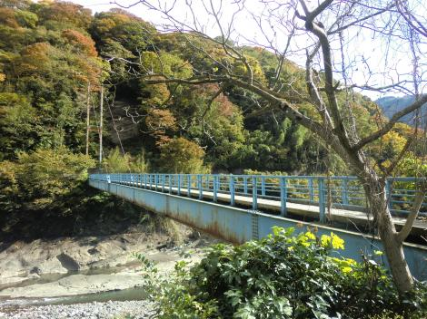 山北発電所取水口下流の吊り橋