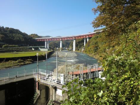 東京電力山北発電所取水口より酒匂川上流を望む