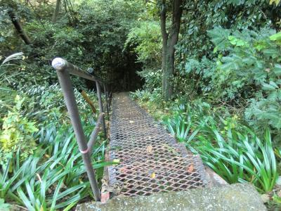 鍛冶屋敷沢水路橋進入階段