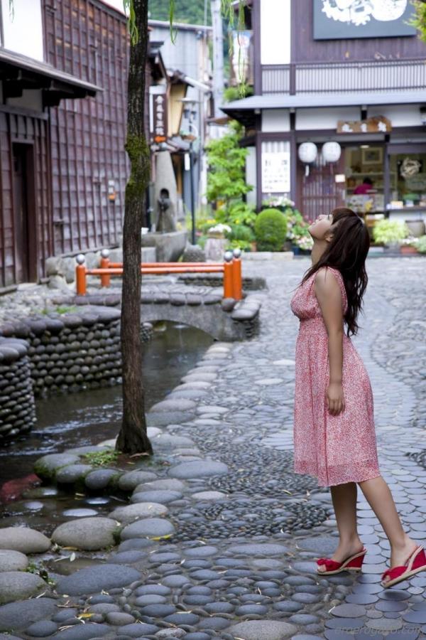 磯山さやか 過激 水着 グラビアアイドル エロ画像052a.jpg