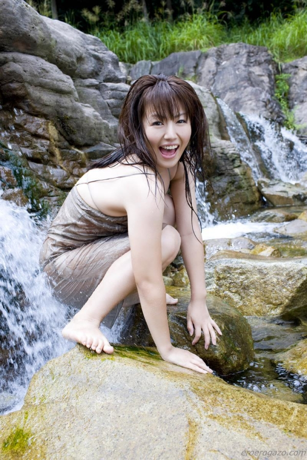 磯山さやか 過激 水着 グラビアアイドル エロ画像077a.jpg