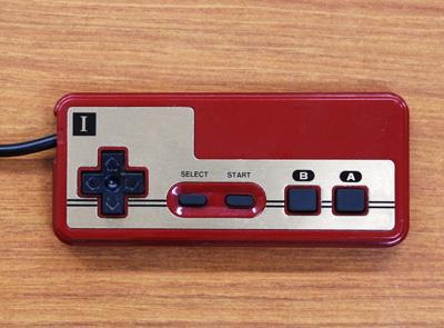 ファミコンコントローラー四角