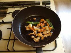 鶏皮とアスパラガスの塩炒め06