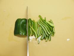 作り鶏皮とマイタケの塩炒め02