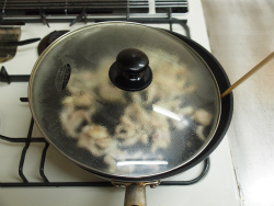 作り鶏皮とマイタケの塩炒め07