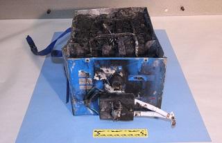 焼け焦げたB787のバッテリー