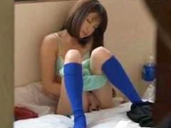【オナニー】合宿中にオナニーを覗かれた女子サッカー部員が夜這いされる!