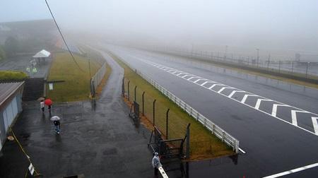 SUPER GT オートポリスは予選延期