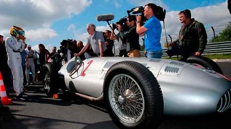 メルセデス旧F1マシン、シルバーアロー、ハミルトン