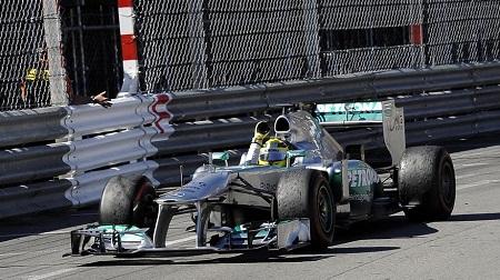 メルセデスの極秘タイヤテストのペナルティは?