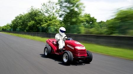 Top Gearと英ホンダが世界最速の芝刈り機を開発