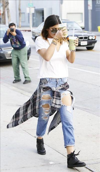 Kylie_Jenner_140217_02.jpg