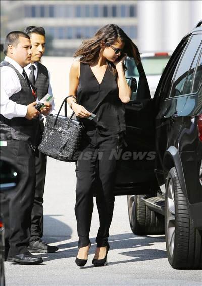Selena_Gomez_140217_01.jpg