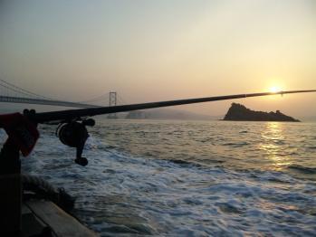 朝日と海峡筋