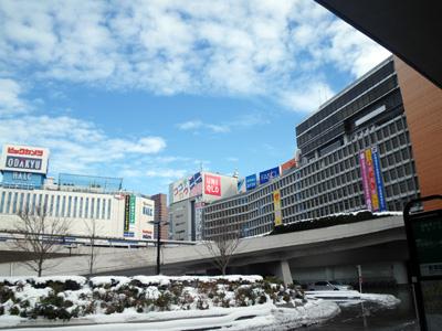 雪の新宿駅