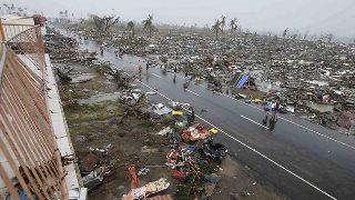 911339-131111-philippines-typhoon.jpg