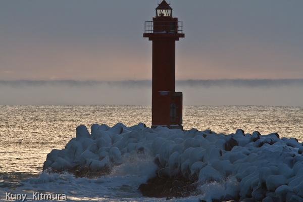 波も凍り付く寒さ