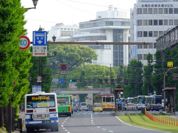 日本郵政九州支社前から花畑町方向。