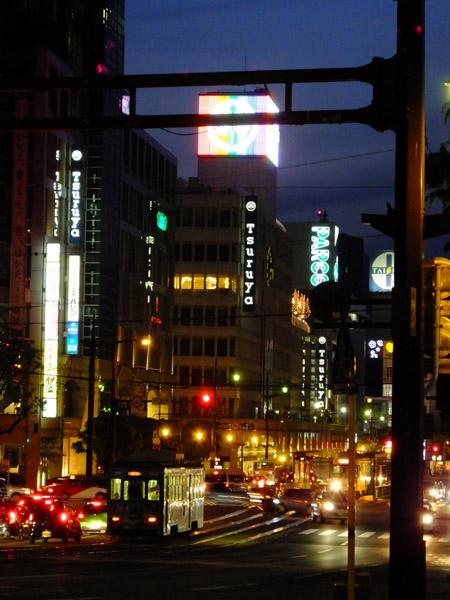 夜の通町筋。