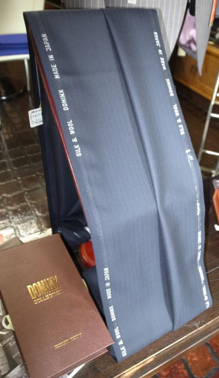 葛利毛織のスリーシーズン用スーツ生地シルクウール混紡