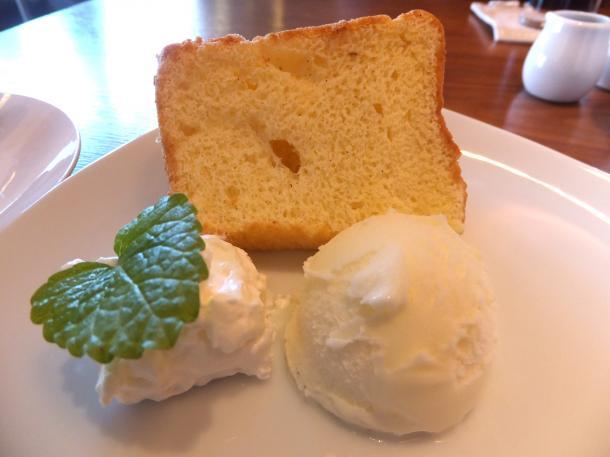 シフォンケーキとアイスクリーム