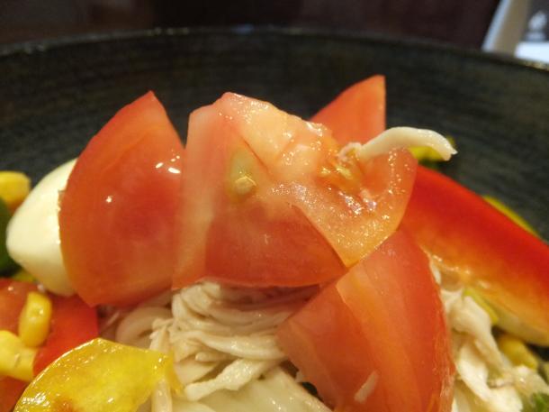 酢っきりフルーツトマトとモツァレラチーズのサラダ饂飩