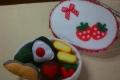 14-9-22-024いちごのお弁当箱赤