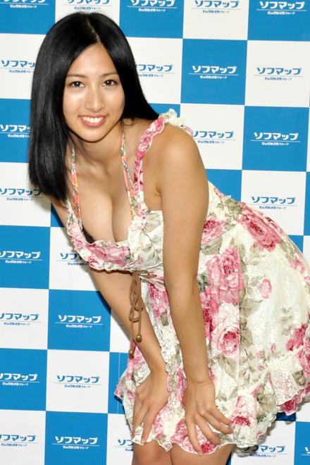 【これはチェンジなし】ハーフのセクシー女子高生、濡れたキャミでセクシーさアピール!