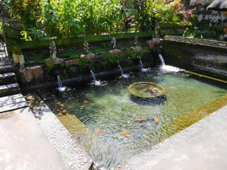 グヌン・カウィ・スパトゥ沐浴場