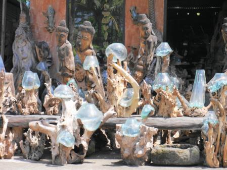 街道沿いにあったガラスのオブジェ