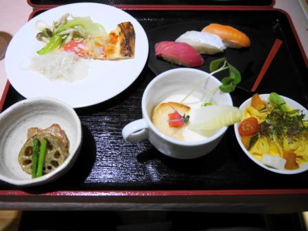 夕食 スープ、寿司など