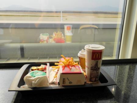 アテネ空港 マックの朝食