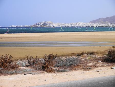プロコピオスビーチ途中から見るナクソスタウン