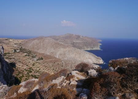 フォレガンドロス 教会から島の西側を見る